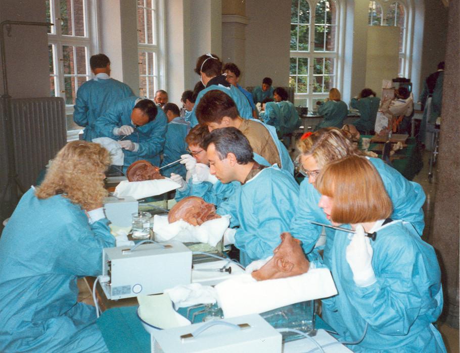 30 Jahre Präparierkurse im Institut für Anatomie der Charité - ZWP ...