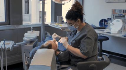 praxisDienste Aufstiegsfortbildung zur Dentalhygienikerin